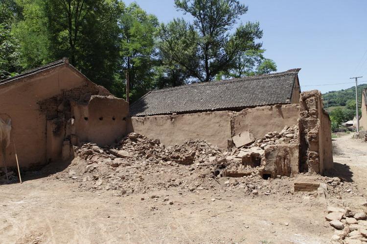 连续暴雨后坍塌的房屋.